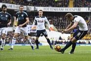Xem Kane lập hat-trick, Tottenham chiếm ngôi nhì của Liverpool