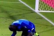 Xem tình huống câu giờ hài hước của thủ môn Senegal