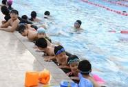 """""""BOT"""" hồ bơi trường học!"""