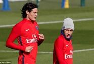 Neymar không nhìn mặt Cavani trong buổi tập