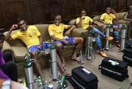 Cầu thủ Brazil thở oxy sau trận hòa Bolivia