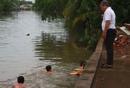 Thầy bơi miệt vườn