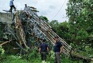 Thêm ăng-ten phát thanh, truyền hình cao 60 m đổ gục trong bão