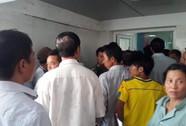 Bệnh nhân co giật, tử vong sau tiêm, người nhà vây bệnh viện