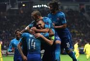 Walcott lỡ hat-trick, Giroud ghi bàn thứ 100 cho Arsenal