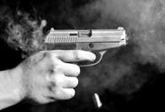 Truy bắt 2 kẻ vào quán nhậu bắn người ở Bình Chánh