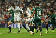 """""""Dị nhân"""" Ronaldo tái xuất, Real Madrid thua trắng Betis"""