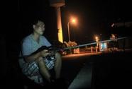 Câu cá đêm ở cảng biển, không ghiền mới lạ