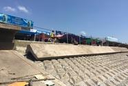 Sóng biển tàn phá hãi hùng ở Bạc Liêu
