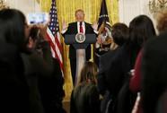 """77 phút họp báo """"solo"""" của ông Trump"""