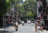 """""""Mưa vàng"""" giải nhiệt nắng nóng cực điểm ở Hà Nội, miền Bắc"""