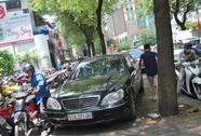 Vắng ông Hải, xe hơi vô tư đậu trên vỉa hè quận 1