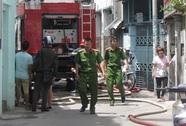 Cháy nhà ở quận Bình Thạnh, cô gái nhảy lầu thoát nạn