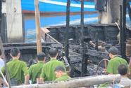 Cháy rụi tàu cá chở 30.000 lít dầu