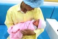 30 y bác sĩ cứu sống ngoạn mục mẹ con sản phụ
