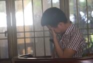 Kẻ ra tay sát hại vợ bật khóc tại tòa