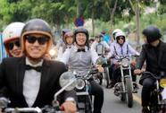 """""""Quý ông"""", """"quý bà"""" cưỡi mô tô, xe cổ gây quỹ từ thiện"""