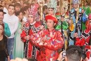 Nhà thờ Tổ của danh hài Hoài Linh tràn ngập khách thập phương