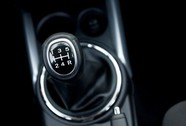 Lái ô tô số sàn và số tự động cần chú ý gì?