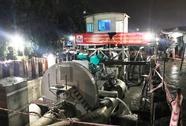 Máy bơm khủng 3 lần nổ máy, đường Nguyễn Hữu Cảnh không ngập