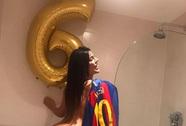 Hoa hậu vòng 3 mừng Barca ngược dòng trong nhà tắm