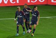 Neymar đòi đánh Cavani trong phòng thay đồ