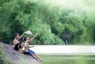 Về sông quê thích thú với mùa câu cá thè be