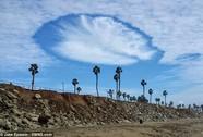 """""""Người ngoài hành tinh"""" rẽ mây ngắm biển gây sốt"""