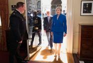 """Bà Theresa May đang là """"con tin """" ở Downing Street"""