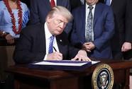 Tổng thống Mỹ ký dự luật trừng phạt Nga trong phòng kín