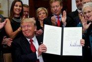 Ông Donald Trump ký sắc lệnh làm suy yếu Obamacare