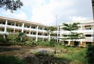 Trường 20 tỉ xuống cấp hoang tàn, ai chịu trách nhiệm?