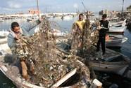 "Lebanon ""di dời"" núi rác xuống biển"