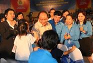 Thủ tướng Chính phủ gặp gỡ công nhân miền Trung