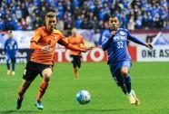 CLB Trung Quốc chăm sóc cầu thủ bằng tôm hùm và châm cứu