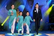 Tiếp viên Vietnam Airlines catwalk cực chuẩn trong cuộc thi tài sắc