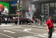 Xe đâm vào người đi bộ ở quảng trường Thời đại