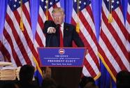 Ông Trump đối đầu tình báo và báo chí