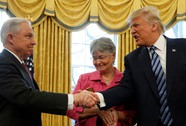 Tổng thống Trump đối mặt rắc rối mới