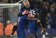 Schmeichel cứu phạt đền, Leicester City lại gây sốc Champions League
