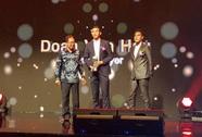 HLV Đức Chung, Văn Hậu và VFF nhận thưởng từ AFF