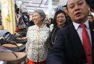 Vợ ông Lý Hiển Long dạo Sài Gòn Square
