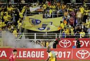 Thua Sài Gòn FC, CĐV Thanh Hoá ném pháo sáng xuống sân