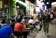 Nhiều người ngỡ ngàng trong ngày đầu Phố đi bộ Bùi Viện cấm xe
