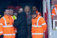Đẩy trọng tài, HLV Wenger đối mặt án phạt