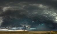 Ảnh đẹp trong tuần: Chứng kiến siêu bão ở Đại Bình nguyên nước Mỹ