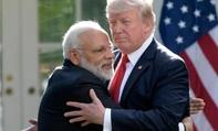 Gặp Thủ tướng Ấn Độ, TT Donald Trump hào phóng những cái ôm
