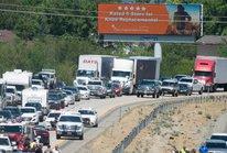 Đi nghỉ mát, 4 người chết vì máy bay lao xuống đường cao tốc