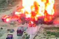 Xe tăng Ai Cập nghiền nát xe bom, cứu sống 50 người