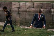 Đang chụp ảnh cưới, chú rể lao xuống sông cứu người